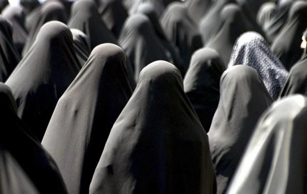 Ragazzi di Tehran, trentantré anni di carcere (33!) per aver protestato contro il velo obbligatorio