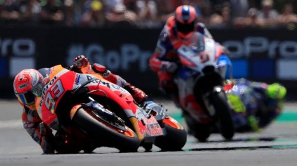 Marquez vince anche in Francia. Le due Ducati al secondo e terzo posto