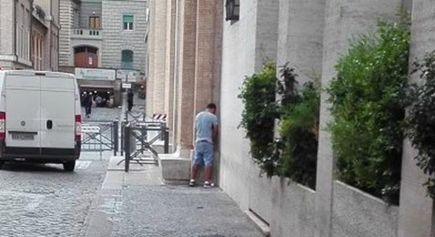 Nicola Zingaretti e l'idea meravigliosa della pipì a pagamento nei locali pubblici