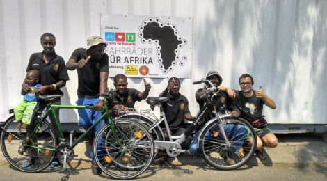 Generation change: On two wheels out of poverty -Radio report for DW, with Ronny Arnold