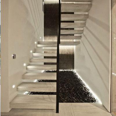 case illuminazione scala interna
