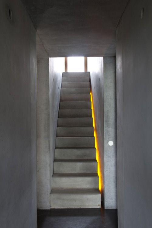 Illuminare la scala led dietro