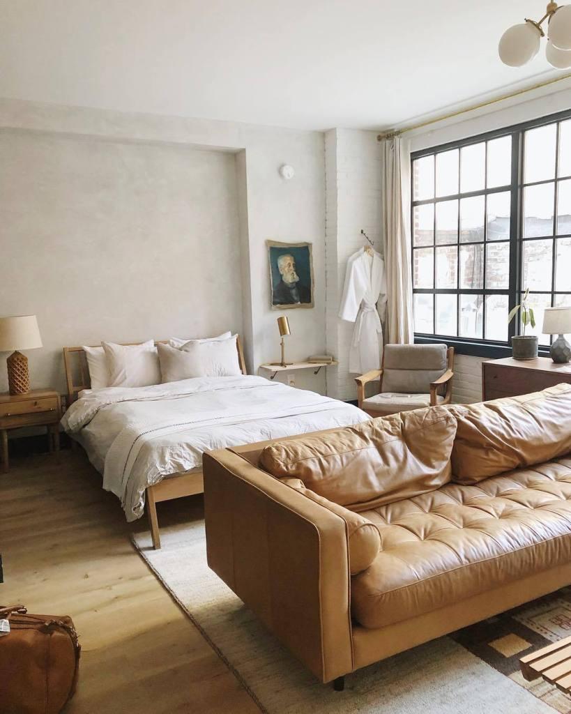 Camera da letto moderna con led nascoste sulla testata