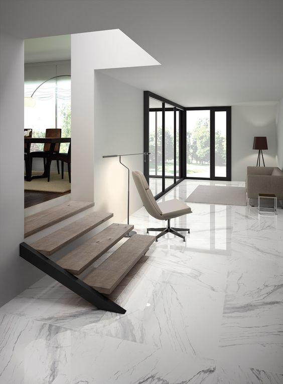 appartamento con pavimenti in marmo