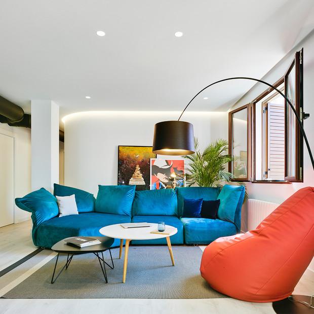Abbinare e disporre i divani in salotto