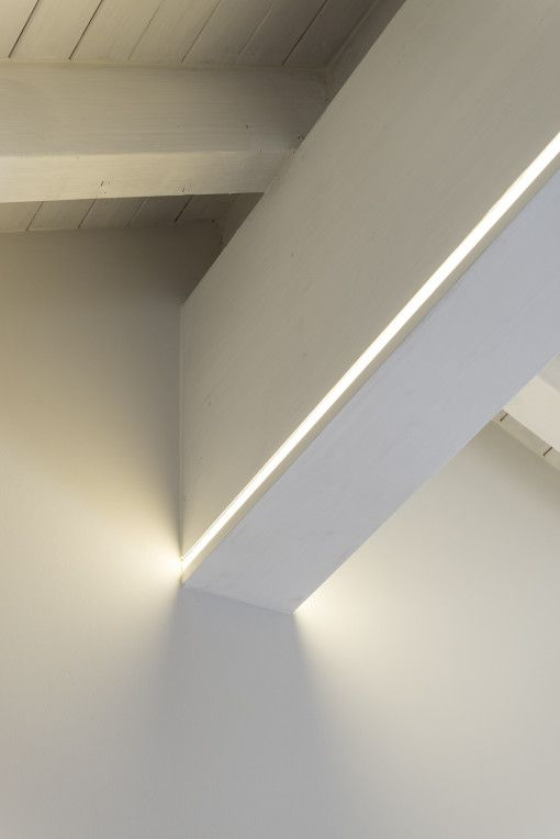 Illuminare un tetto con travi a vista