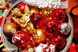 Weihnachtskugeln, Christbaumkugeln rot gold mit Engel