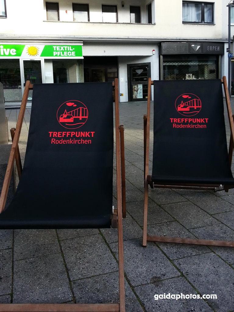 Liegestühle Maternusplatz