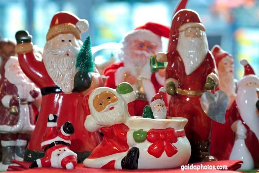 Ganz viele Weihnachtsmänner
