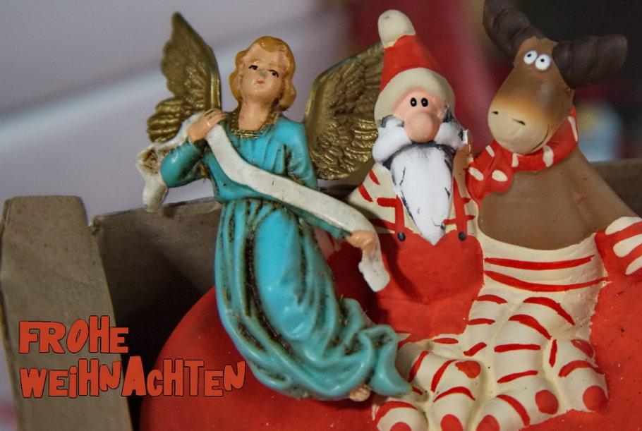 Weihnachtskarte mit Engel, Weihnachtsmann und Elf