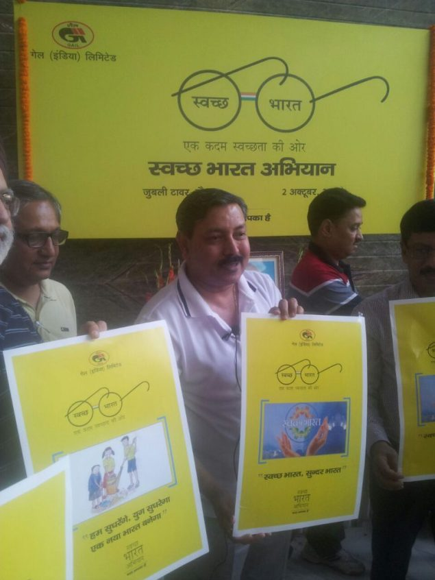 GAIL India employees pledging 2 hours every week to a #swachhbharat