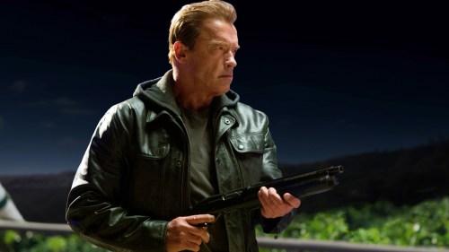 Arnold Schwarzenegger sale a las calles a hacer bromas como Terminator