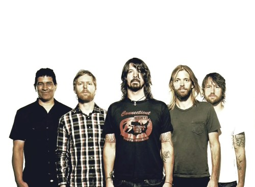 Mil músicos se unen para cantar tema de los Foo Fighters; piden concierto
