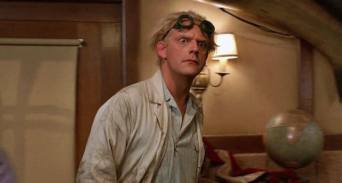 """El """"Doc"""" Emmett Brown nos da la bienvenida al """"futuro"""""""