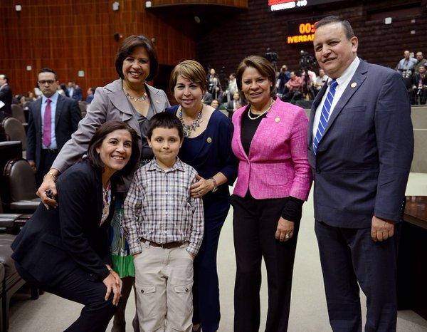 """Estado de excepción, Ley Atenco y un """"niño genio"""" en la Cámara de Diputados"""