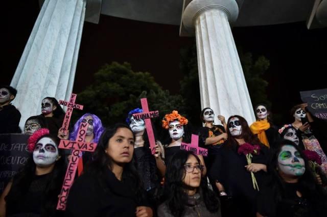 Marcha de las Catrinas 2017 para manifestarse contra feminicidios en México