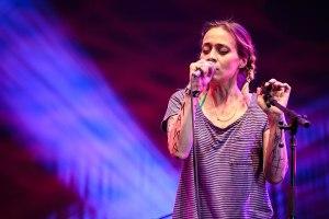 Ponle play: discos nuevos de Beto Cuevas, Fiona Apple y The Kooks