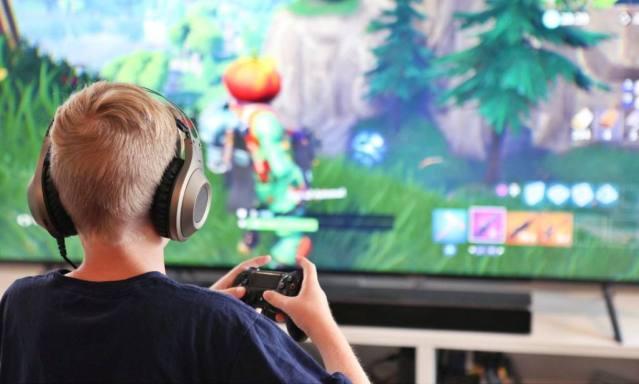 ¿Cuáles son los riesgos de jugar videojuegos en línea?