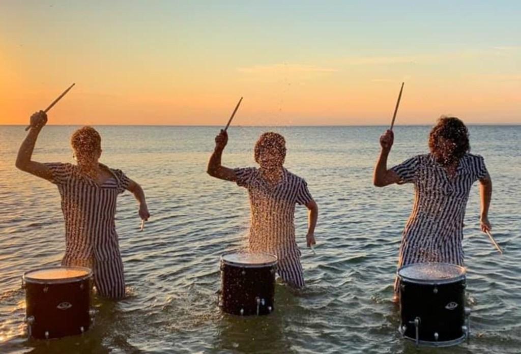 Ponle play: discos nuevos de AJR, The Offspring y Anlaki