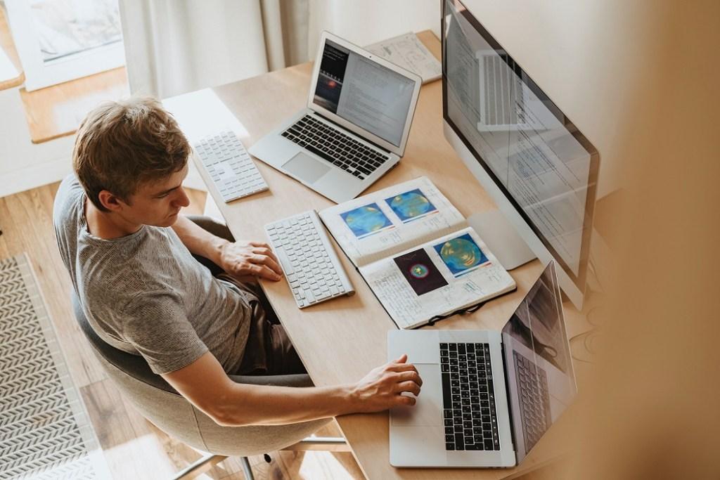 Semana laboral de 4 días podría incrementar los niveles de felicidad y productividad