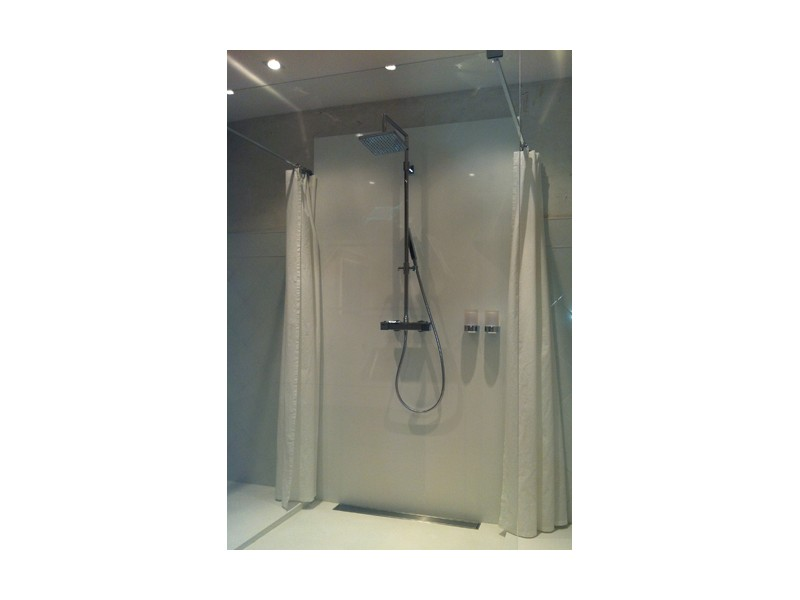 cabine de douche paroi de verre et