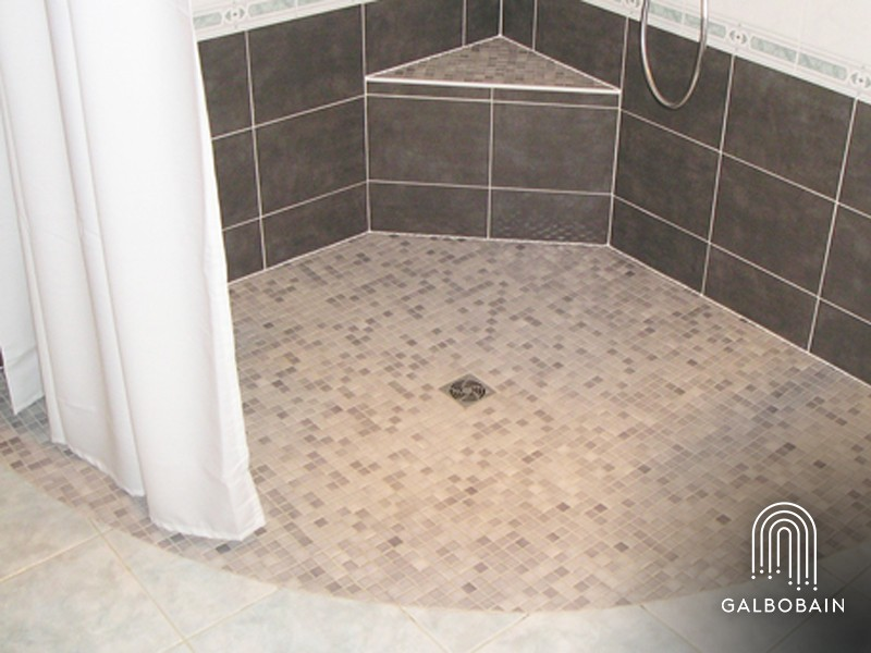 une baignoire d angle par une douche