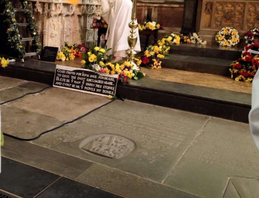 The laying of flowers on Shakespeare's grave is a time-honoured tradition practiced each year during the Shakespeare Birthday Celebrations (author's own photo).