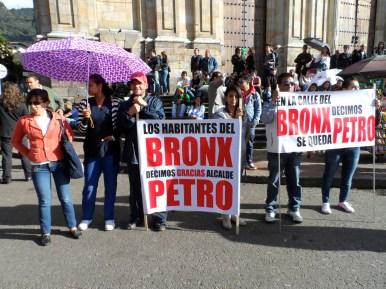 Apoyo del Bronx en manifestación contra destitución de Gustavo Petro