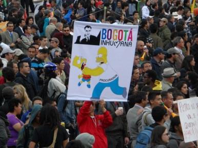 Los Simpsons en manifestación contra destitución de Gustavo Petro