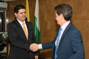 Rodolfo Correa Vargas y el gobernador de Antioquia, Luis Pérez Gutiérrez, en su posesión como secretario de Productividad y Competitividad del Departamento