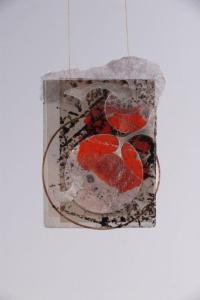 """Astrid Meyer, pendentif """"immense et rouge"""", mica, encre, cuivre, argent, pigment"""
