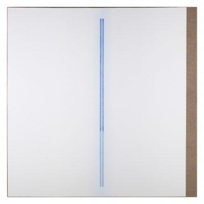 """Laurent Selmès, « 2 lignes bleues """"peace piece"""" », 2017. Gesso et crayon bleu sur toile de lin montée sur châssis, 120 x 120 cm. ©Bertrand Hugues"""