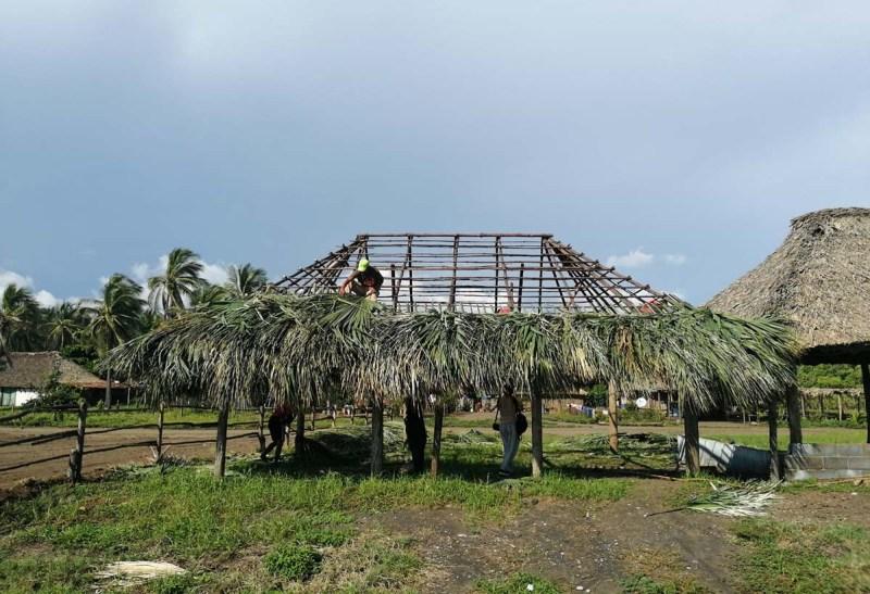 Construción de cuberta de palma