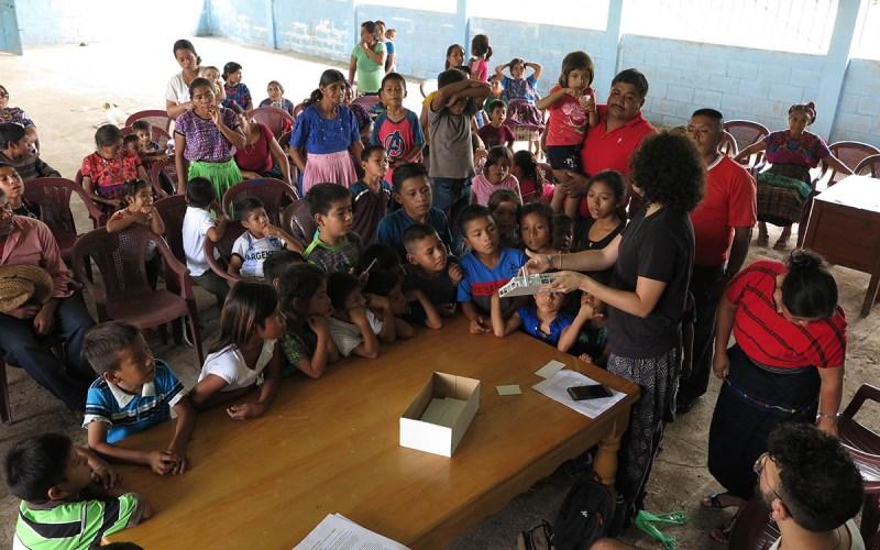 Explicación do proxecto da escola na comunidade de Victorias III