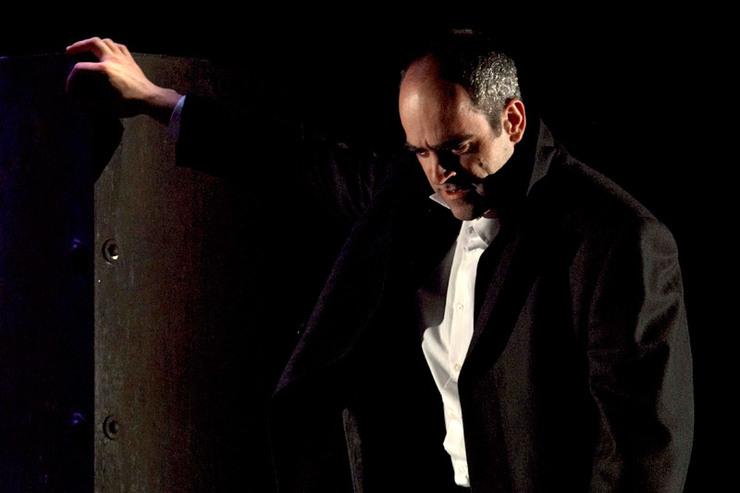 Luis Tosar, en 'Hamlet' (2006), adaptación dirixida por Lino Braxe.