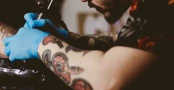 Piercing e tatuaggi, le raccomandazioni per farli in tutta sicurezza