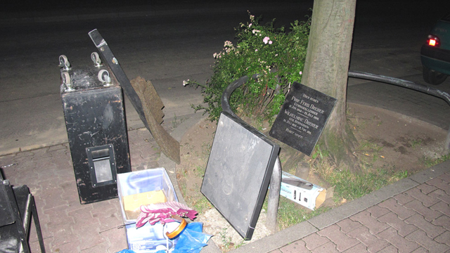 Maija Blåfield:  Jos minut olisi haudattu kadunkulmaan  (If I Were Buried at a Street Corner)  - HD video, 5:35 min, 2010