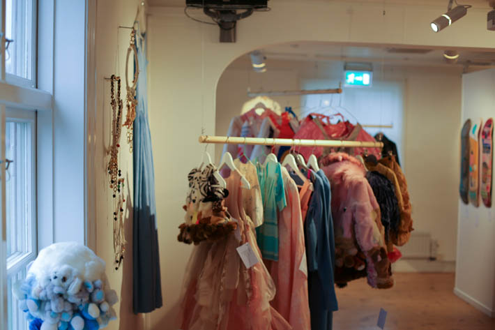 Boutique Art Couture in Gislaveds konsthall (photo Marjo Levlin)