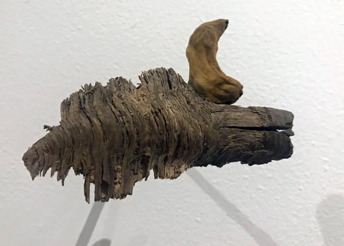 Ulla-Mari Lindström: Lambeosaurus magnicristatus, 2020, objekti, koko noin 12x8x2cm