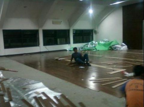 Pemasangan Lantai kayu ITB 2