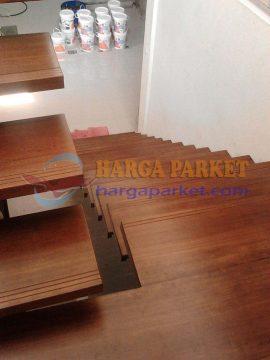 contoh pemasangan papan tangga kayu