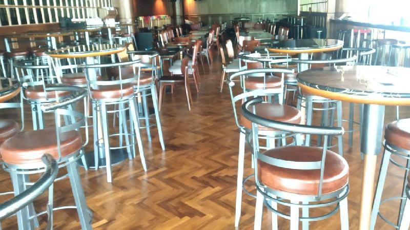 lantai kayu restoran