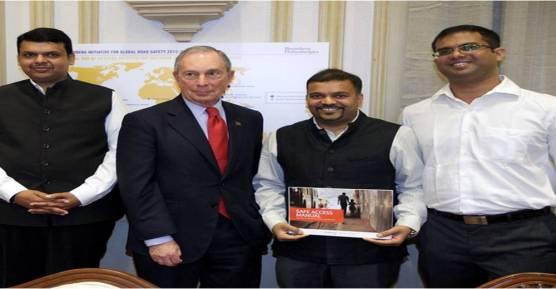 Madhav Pai with Maharashtra CM