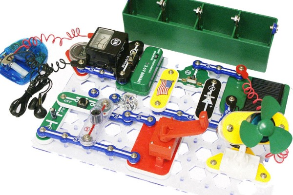 Snap Circuits Alternative Energy Green Science kit - great for 8, 9 and 10 year old kids. Over 125 cool projects to learn about using green energy to make electricity.