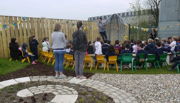 Lavering---Story-Telling-Seat-and-Garden