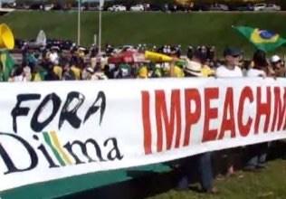 Manifestantes pró-impeachment chegam ao Congresso