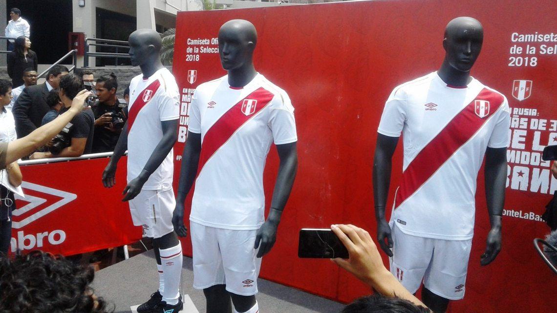 Esta es la nueva camiseta de la Selección Peruana de Futbol hecha por UMBRO fcc854ae9fee0
