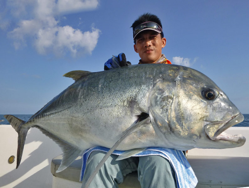 12_giant-trevally_popping_andamans_fishing_carpenter-rods_shimano-stella-reels_hammer-head-lures_koh-guan-chu