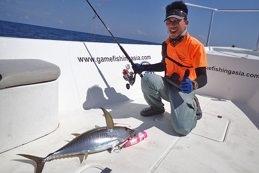 24_yellowfin-tuna_popping_andamans_fishing_carpenter-rods_shimano-stella-reels_hammer-head-lures_koh-guan-chu