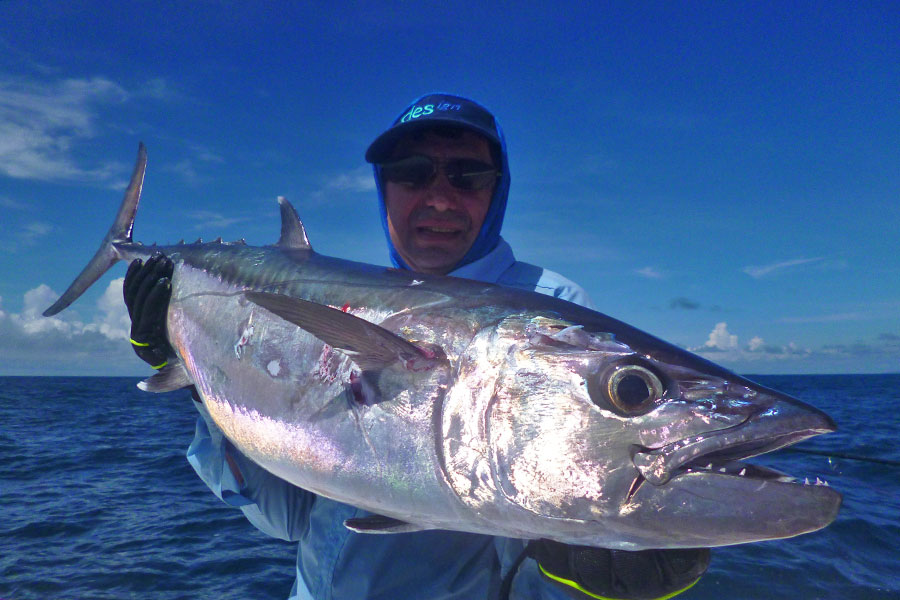 jean-micheal_dogtooth-tuna-2_popping_andamans_sakura-travel-rod_daiwa-saltiga-reel_chinese-popper